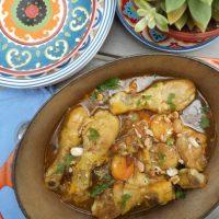Tajine de poulet aux abricots, raisins secs, amandes et cacahuètes