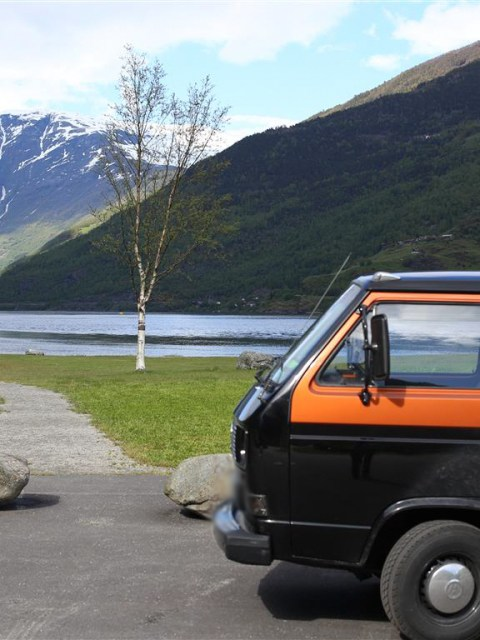 Parkplatz am Fjord