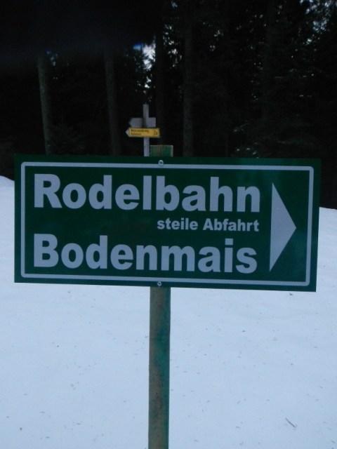 Wegweiser zur Rodelbahn
