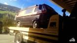 VW Bus auf Abschleppwagen