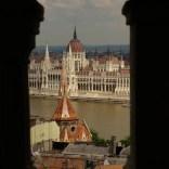 Blick von der Fischerbastei auf das Parlament