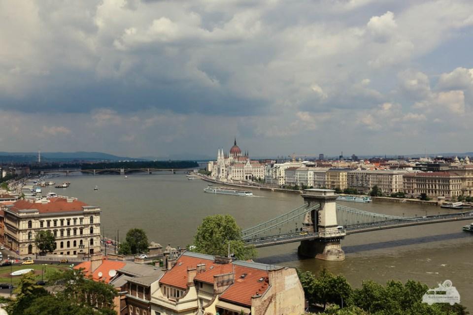 Blick auf die Kettenbrücke und das Parlament