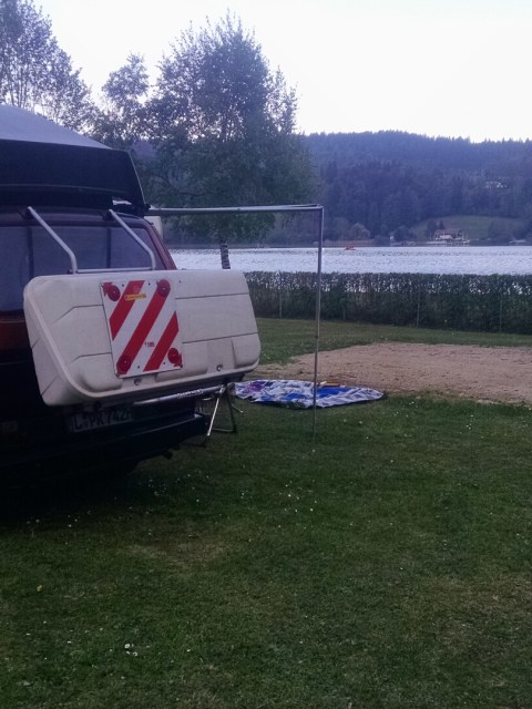 VW Bus am See