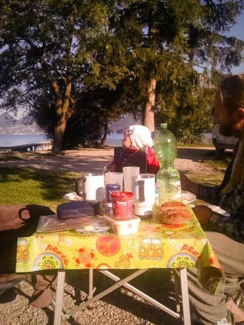 Frühstück auf Campingreise