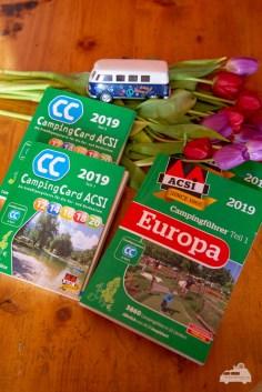 Die CampingCard ACSI und der ACSI Campingführer Europa bestehen jeweils aus zwei Büchern