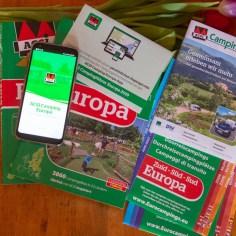Der ACSI Campingführer Europa mit App, Rabattkarte und Kartenmaterial für Durchreisecampingplätze