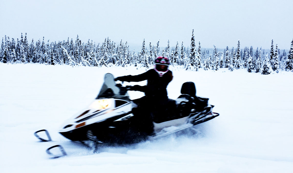 Snow-Mobiling-In-Fairbanks-Alaska-By-Bumble-and-Bustle