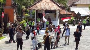 Aksi Demo di Gedung DPRD Kab. Buleleng 20.11.2014 oleh HMI Undiksha Singaraja Bali