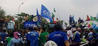 GSBI Tangerang Aksi Tolak BBM Naik dan Tuntut Upah Naik 2015 01