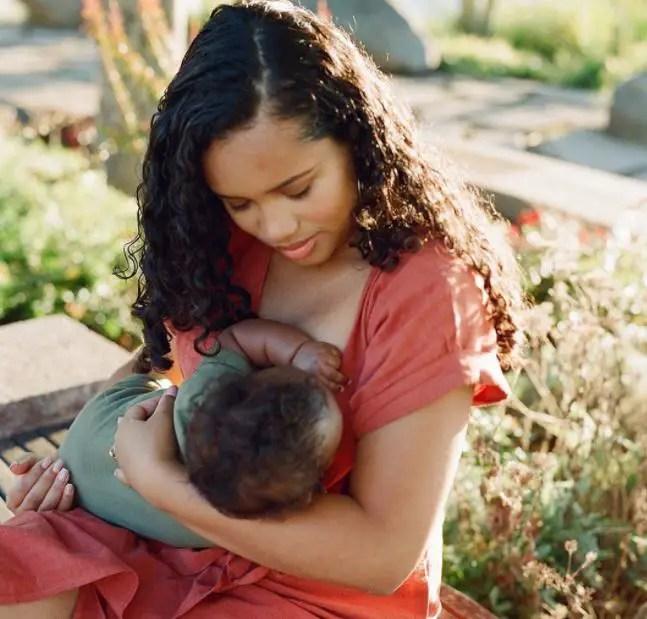 4 Breastfeeding Tips