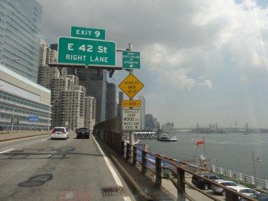 An der Ostseite entlang verlassen wir New York