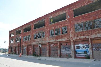 ...Gegenüberliegendes Industriegebiet