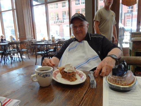 John und ein großes Stück Pecan Pie