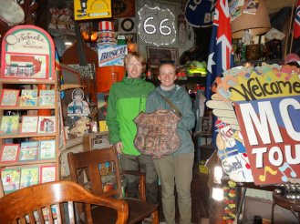 Wir und das erste Route 66 Schild aus Oklahoma