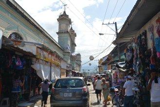 Warum nicht: ein Markt mitten auf der Hauptstraße