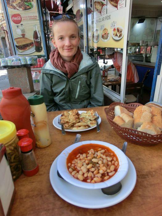 Franzi freut sich nicht die Bohnensuppe bestellt zu haben ;-)