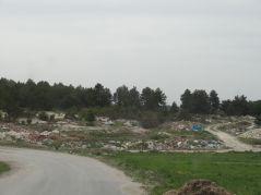 Müllberge vor dem nächsten Dorf