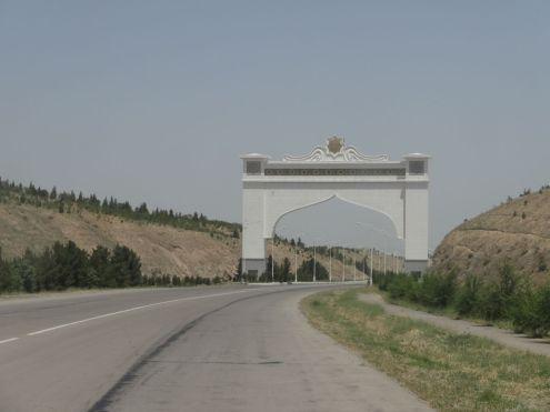Ashgabat - Eingangstor zur Hauptstadt