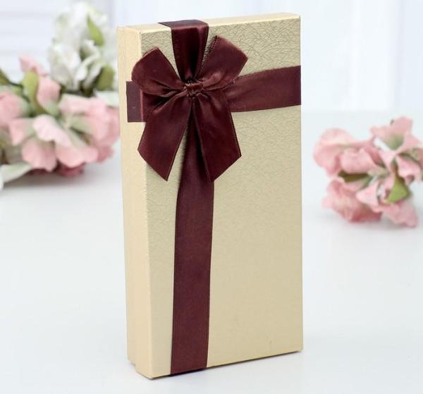 Коробка подарочная с бантом