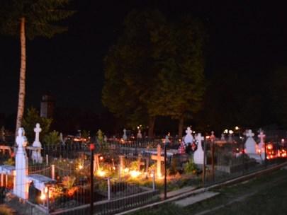 Academia Română: Scoateți lacătul de pe biserici și cimitire!