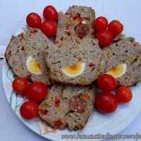 Rulada de carne mozaic umpluta cu ou sau carnat la cuptor
