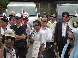 三鷹の反戦パネル展を妨害する在特会(1)