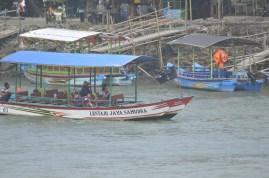 ini kapal untuk keliling sungai atau menyebrang