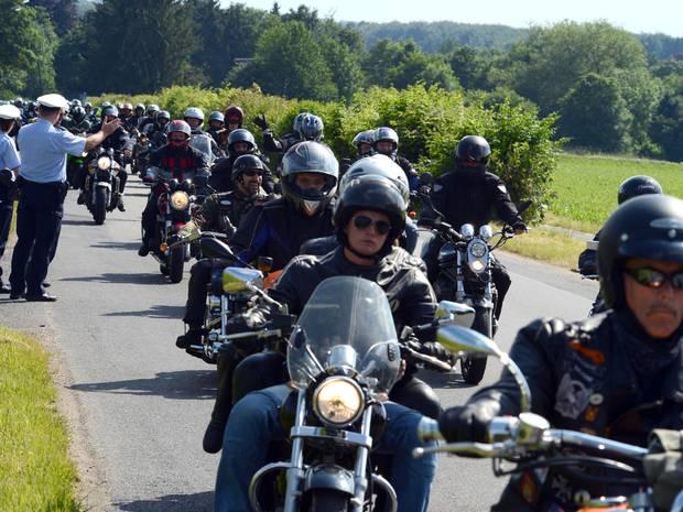Motorradfahrer gedenken ihrer Kollegen – 6000 Euro Spende