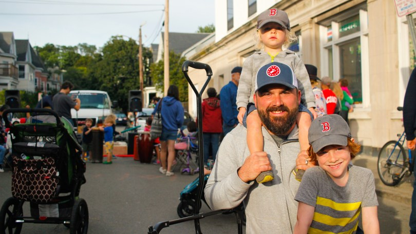 Adam Wylie with his two sons, Max, 5, and Renzo, 2, at the 2018 Fluff Festival Somerville, Mass. September 22, 2018. Photo by Diego Marcano / BU News Service.