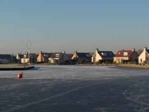 Bungalowpark Markant in de winter, gezien vanaf het Slotermeer.