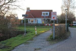 De toegang tot het fietspad naast bungalowpark Markant