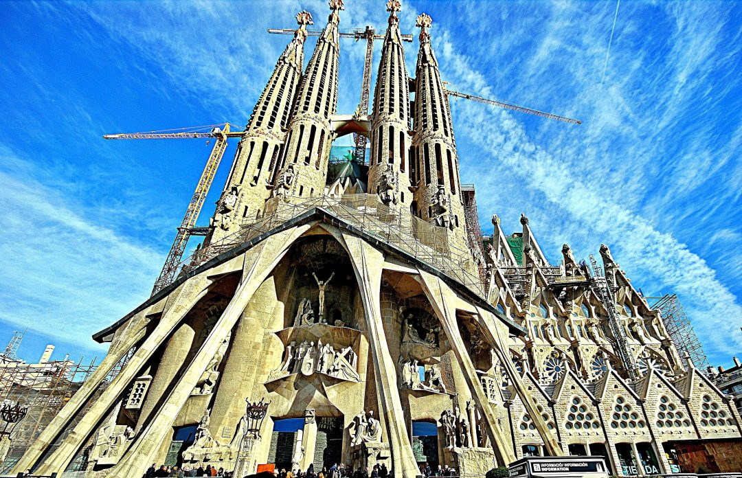 Top 5 Sights In Barcelona You Can't Miss
