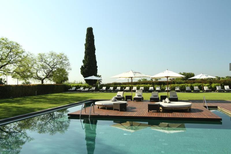 exclusive-hotels-in-barcelona-hotel-miramar-pool-area