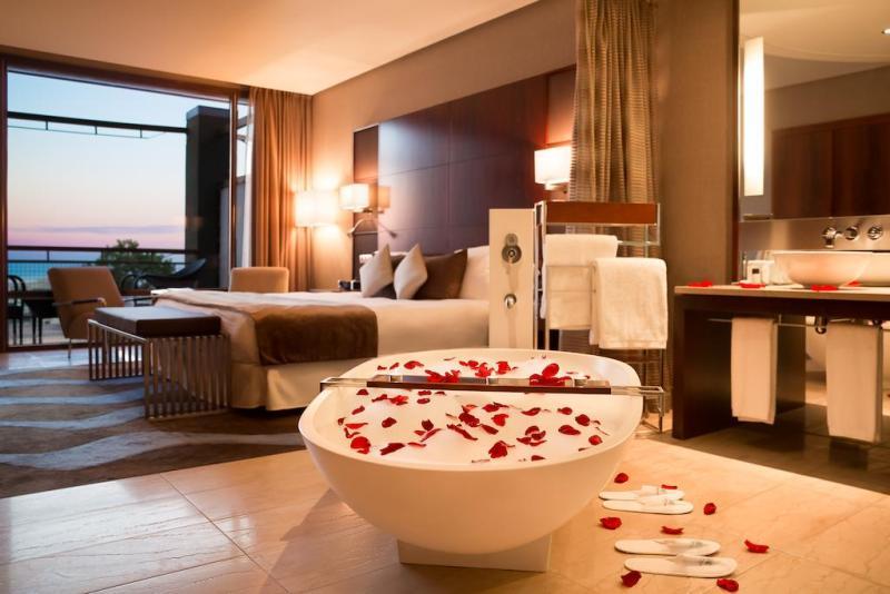 exclusive-hotels-in-barcelona-hotel-miramar-room