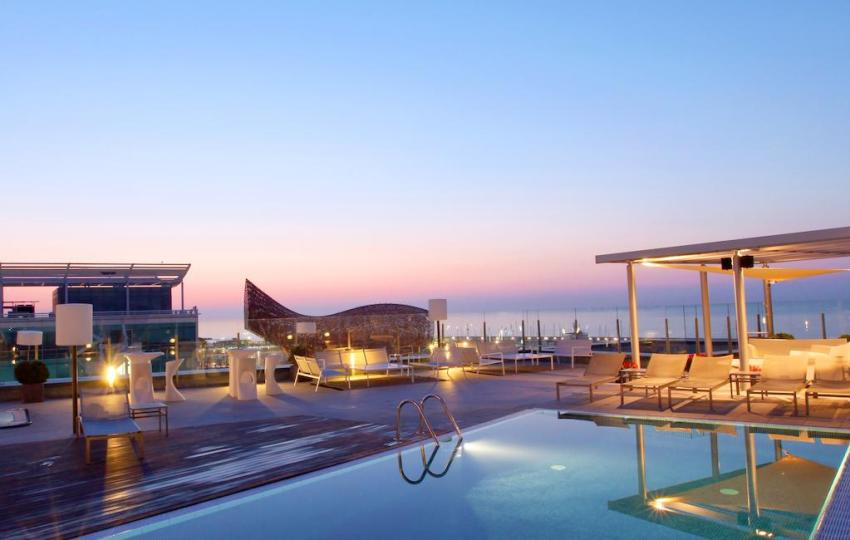 exclusive-hotels-in-barcelona-hotel-pullman-skipper-rooftop-pool