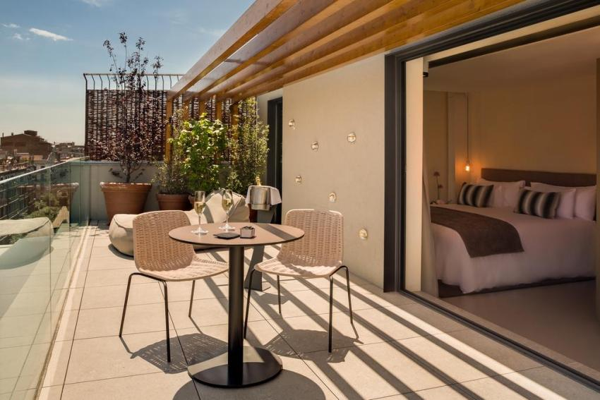 exclusive-hotels-in-barcelona-olha-eixample-terrace