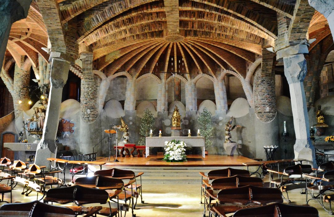 the-essential-gaudi-guell-crypt
