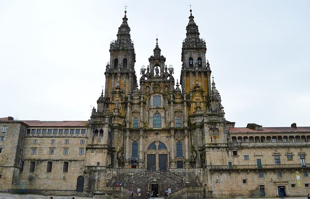 best-hostels-in-spain-santiago-de-compostela-cathedral