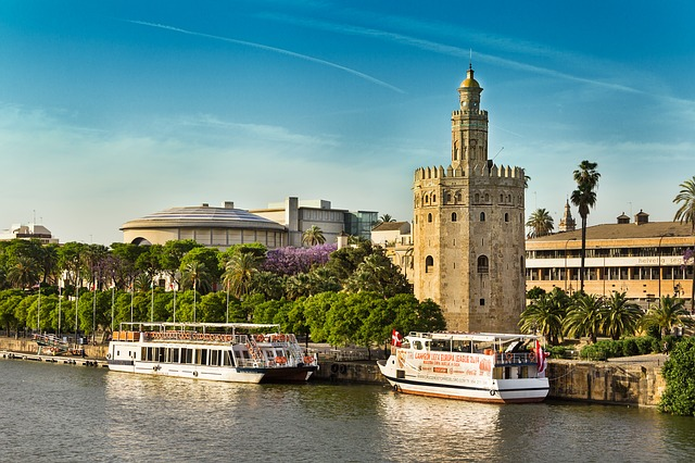 best-hostels-in-spain-sevilla-torre-del-oro