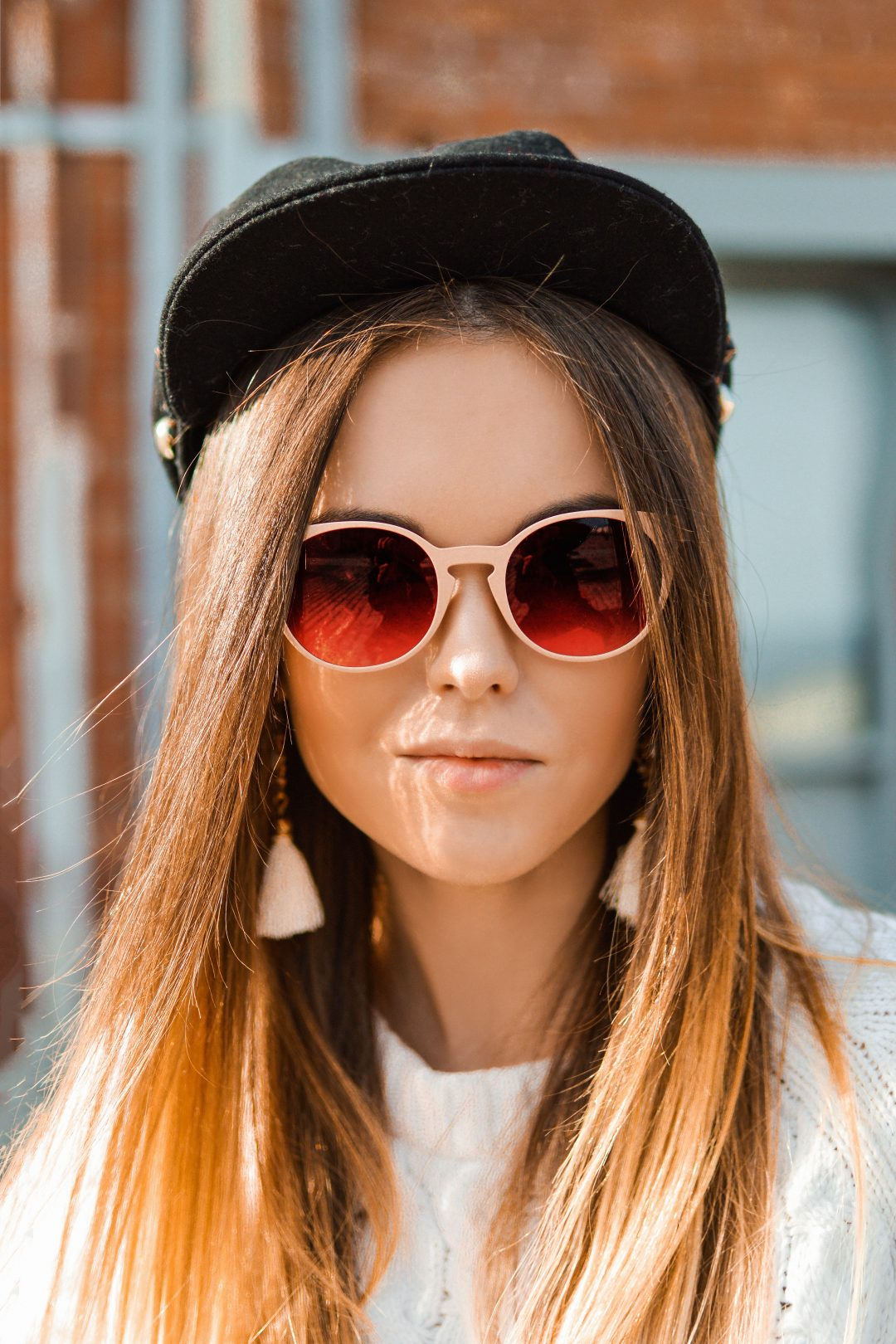 cute-barcelona-girls-red-glasses-baseball-cap