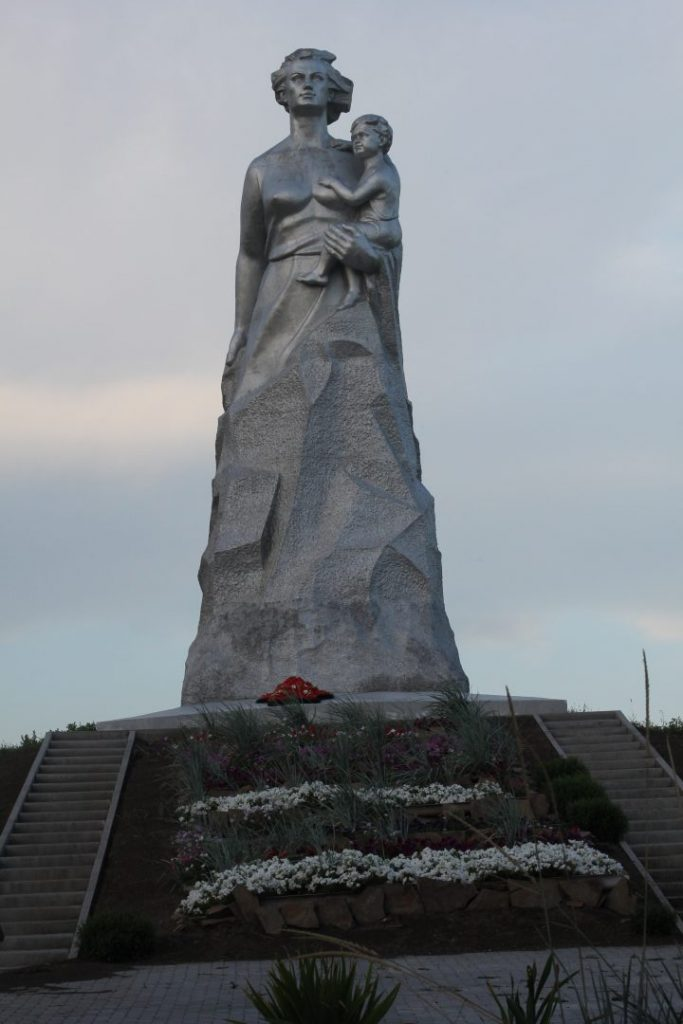 the-motherland-monuments-russia-mother-russia-matveev-kurgan