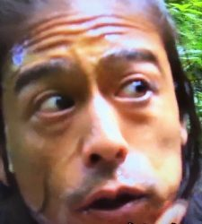 地球一周するなんて笑のディレクターは友寄隆英!クンクンを食べた?