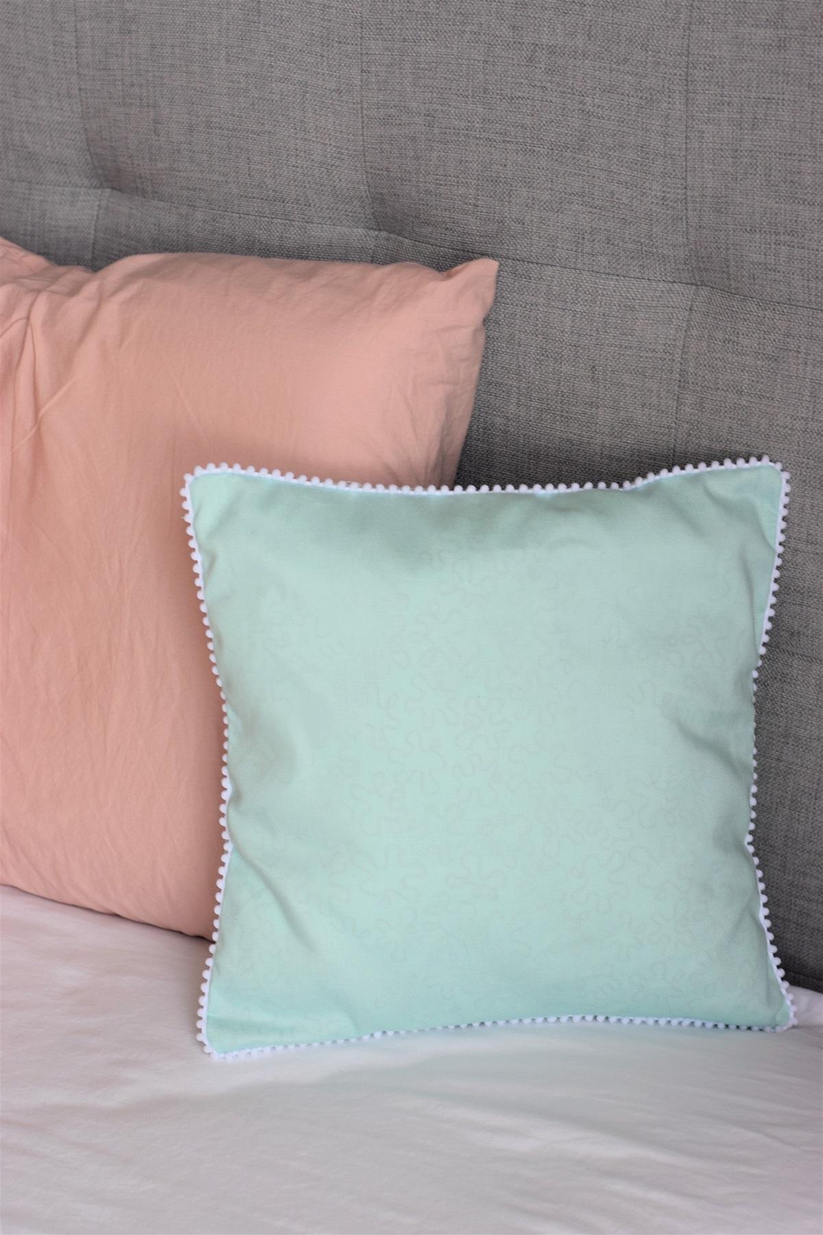 diy mini pom pom trim pillow case sew