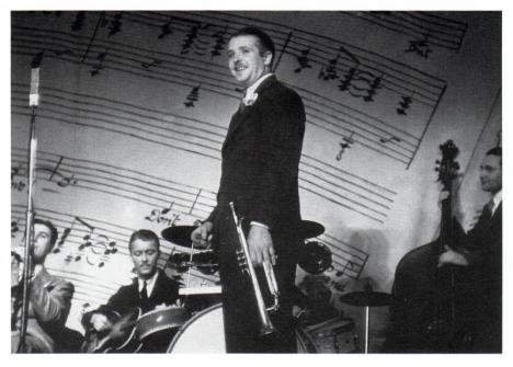 Berigan at the famous Imperial Theater Swing Concert, May 23, 1936. To his right, clarinetist Artie Shaw, guitarist Eddie Condon. Behind him at the drums is Chick Webb. The left-handed bassist behind him is Morty Stulmaker.