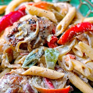 chicken and peppers in whites sauce