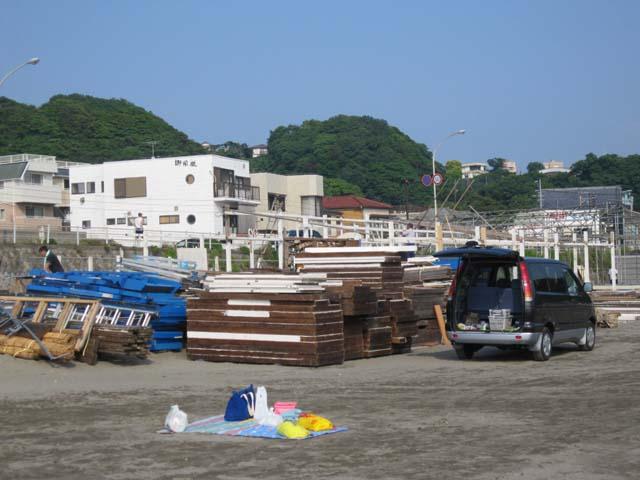 材木座海岸・海の家作り2