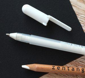 Stifte für schwarze Zentangle Tiles