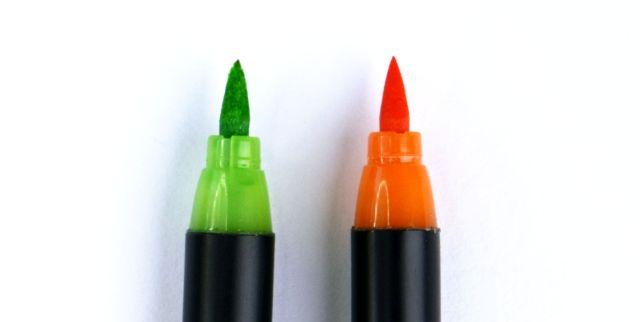 Vergleich zwischen einer ausgefransten und einer neuen Brushpen-Spitze | Bunte Galerie