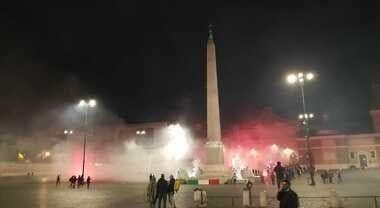 Roma, bombe carta e petardi a piazza del Popolo per protestare contro il coprifuoco