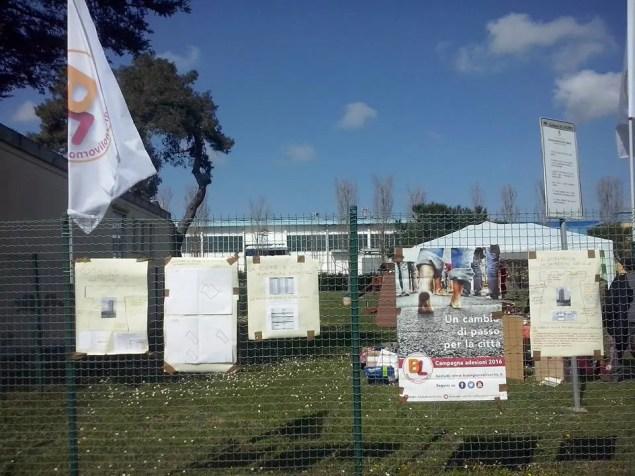 """Un momento del """"Mercatino senza denaro"""" organizzato da BL il 19 marzo 2016 nel parco pubblico prospiciente la """"Torre"""" della Cigna"""
